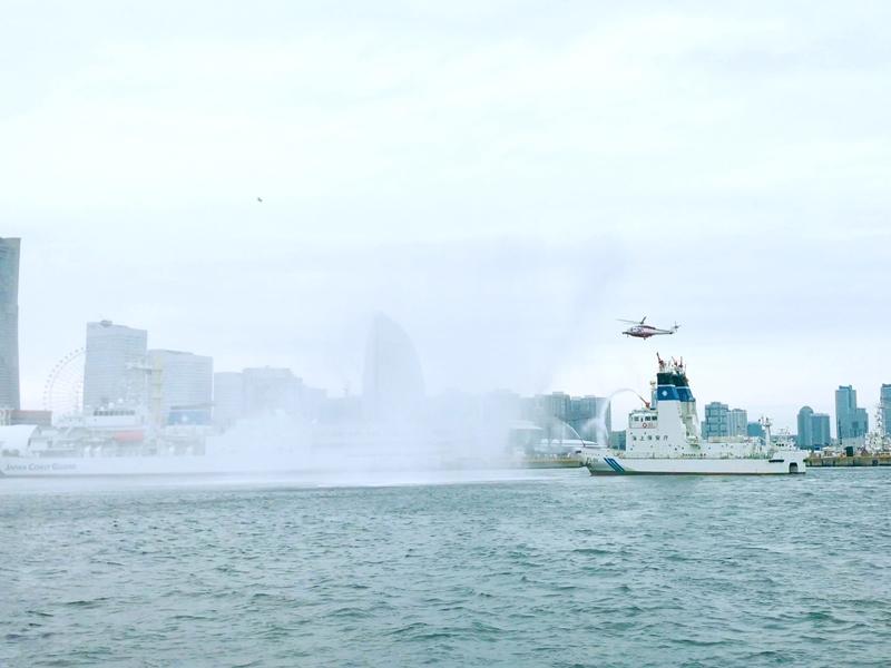 横浜消防出初式放水